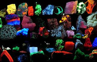 Mineral di sinari sinar uv