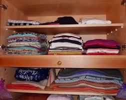 Cara Mengatasi Bau Lembab dalam Lemari Pakaian