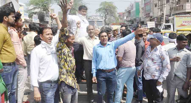 Shopwriters harassed by Koodagh in Smart City Faridabad, trade affected