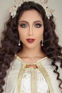 دنيا باطمة (Dounia Batma)، مغنية مغربية، من مواليد يوم 1 أبريل 1991 في الدار البيضاء ـ المغرب
