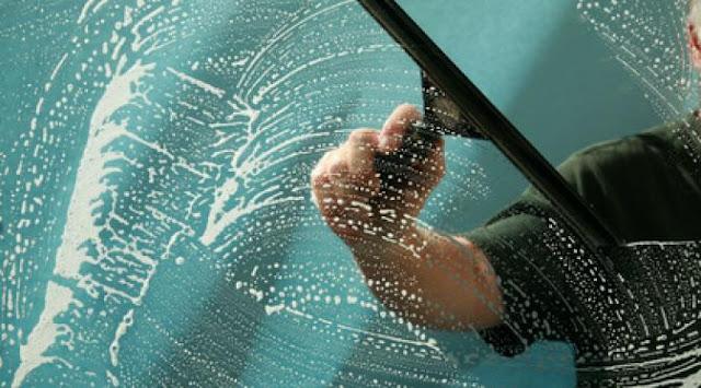 Tips Membersihkan Kaca dan Cermin
