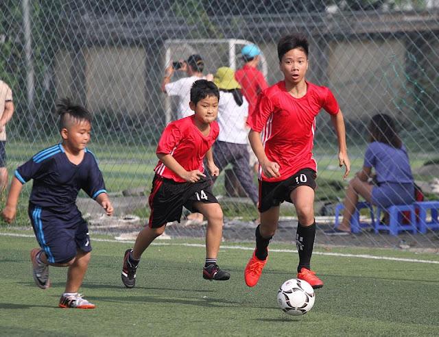 Cho con học bóng đá mang lại lợi ích gì?