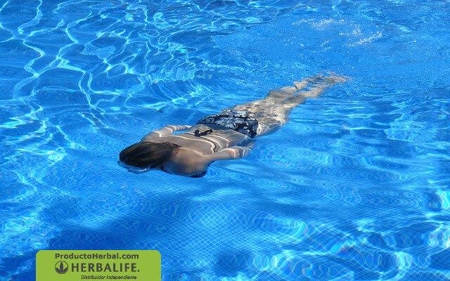 Beneficios de la natacion para bajar de peso