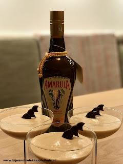 dessert van witte chocolademousse met amarula