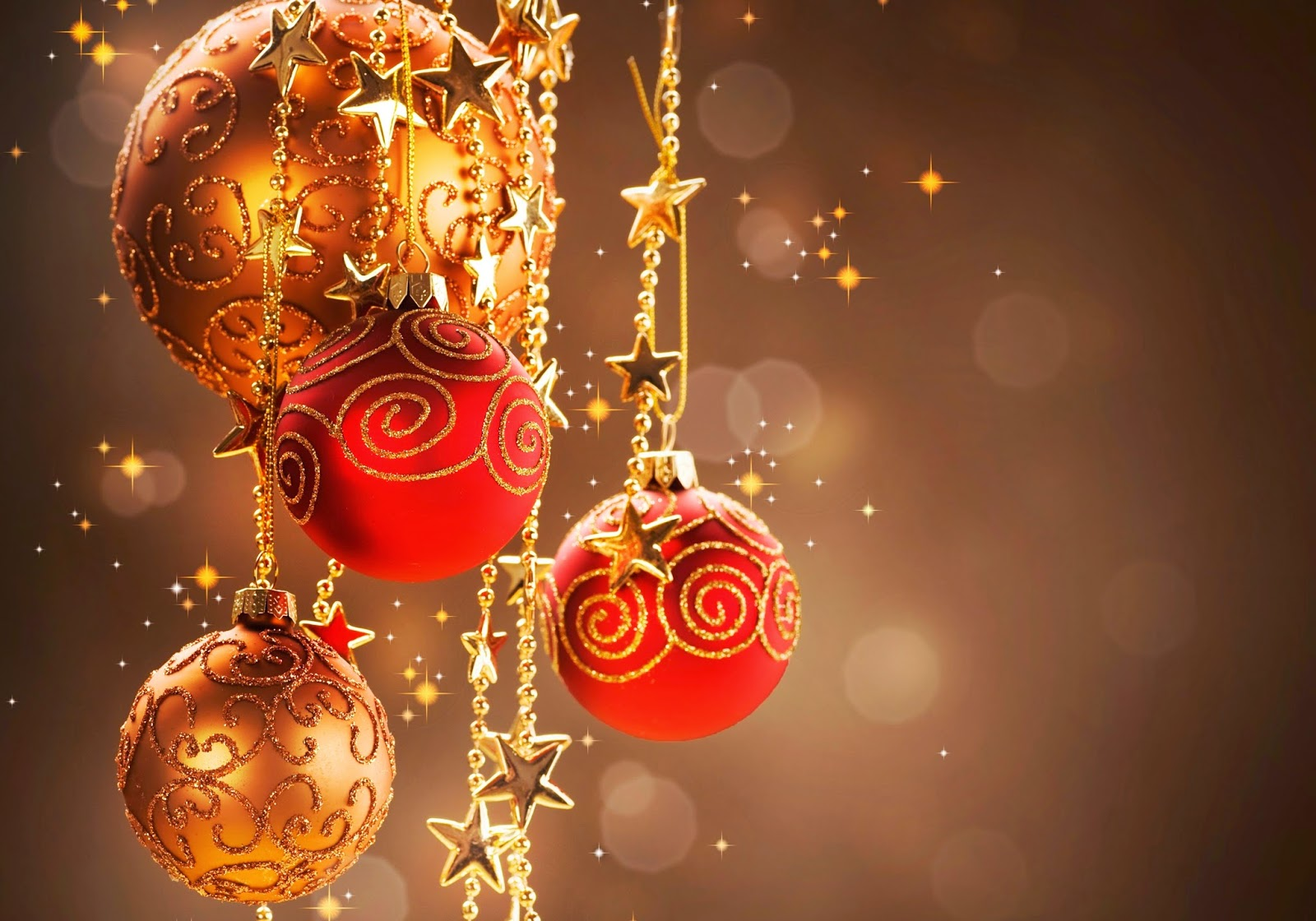 red-and-golden-design-Christmas-baubles-balls-rich-look-wallpaper-HD-image.jpg