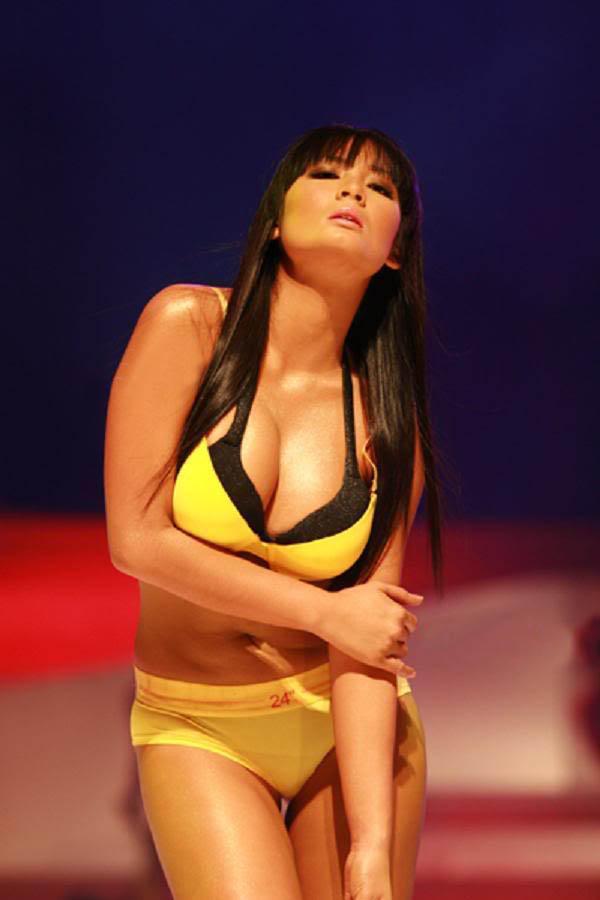 ehra madrigal sexy bikini pics 03
