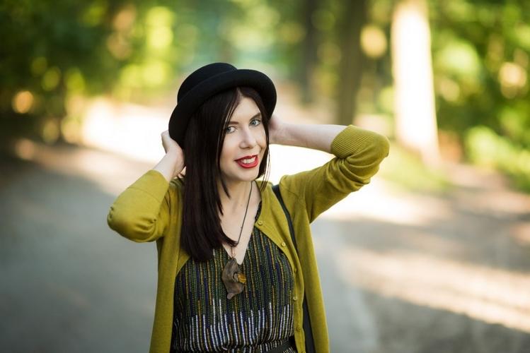 dziewczyna w meloniku | blog o modzie kapelusze | kobieta z melonikiem | szafiarki melonik