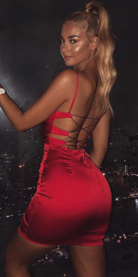 Find sexy valentines day clothes and valentines day fashion. 31+ Cute Valentines Day Outfits for Every Type of Date. Valentine style via higiggle.com #valentine #fashion #outfits #love