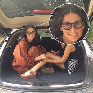 Demi Moore back to display white wires in the picture with her daughter