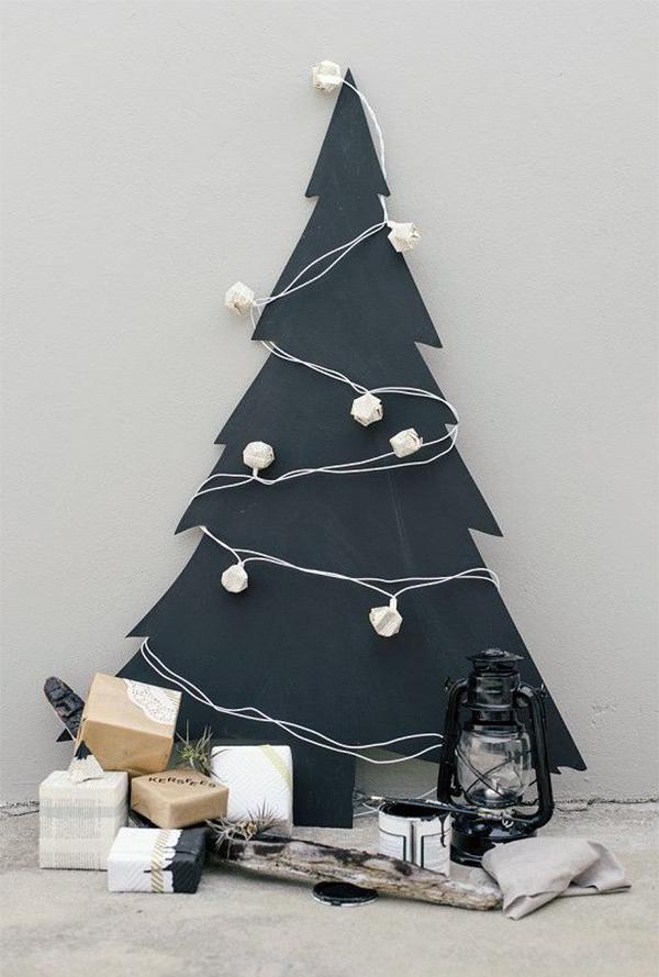 albero di natale alternativo sagoma nera con palle