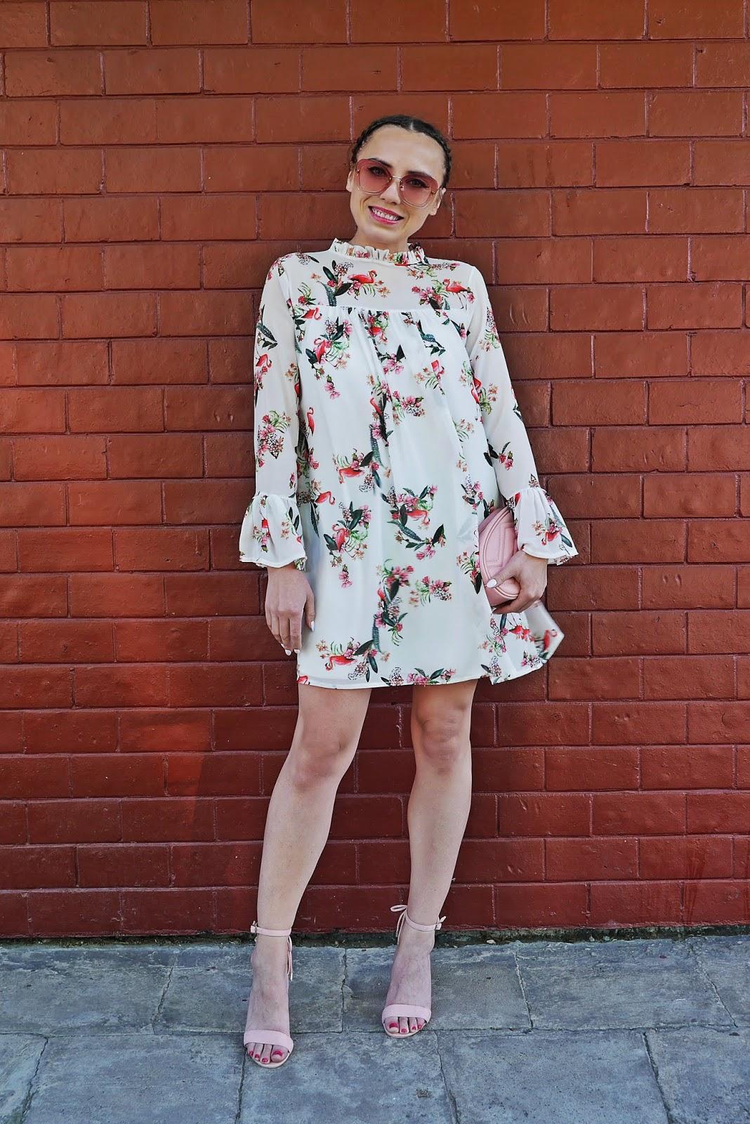 7_sukienka_we_flamingi_renee_szpilki_rozowe_torebka_nerka_rozowa_karyn_blog_modowy_300518