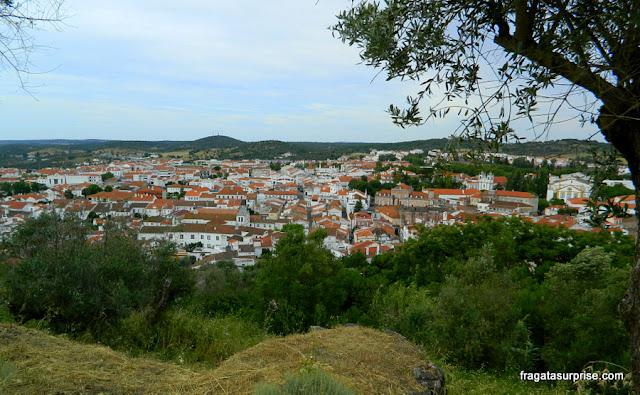 A vila de Montemor-o-Novo vista das muralhas do castelo