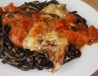 lubina con sepia y espaguetis