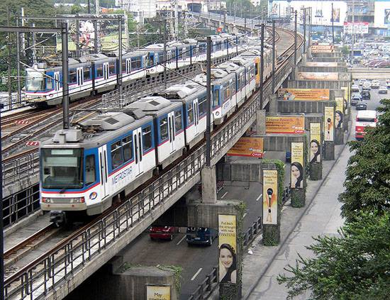 Woman loses right arm in MRT 3 Ayala Station accident