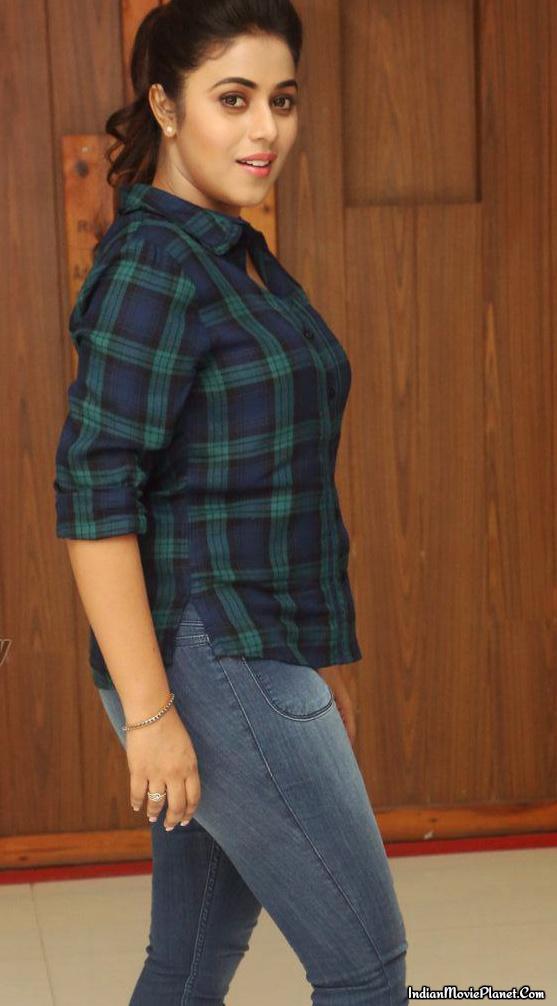 Shamna kasim poorna hot shirt jeans photos