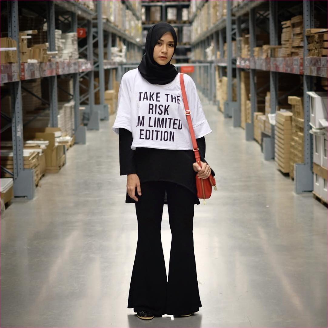 Mix And Match Outfit Baju Luaran (Inner) 2018 Ala Selebgram t-shirt crop putih mangset celana cullotes pallazo hijab pashmina diamond hitam ciput rajut slingbags oren tua loafers and slip ons sandals high heels ootd trendy IKEA