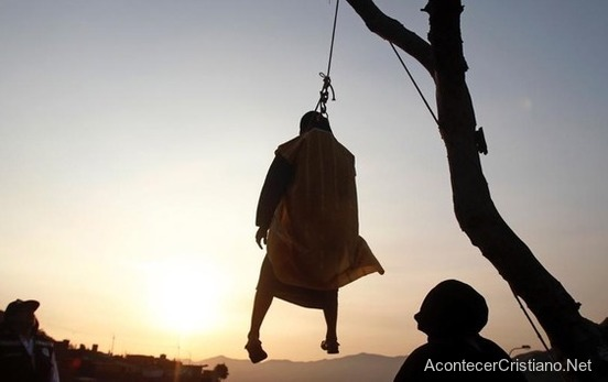 Hombre actúa como Judas y muere ahorcado por accidente