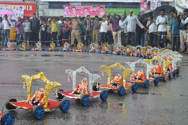 ganesh nimajjanam at hyderabad tankbund photos