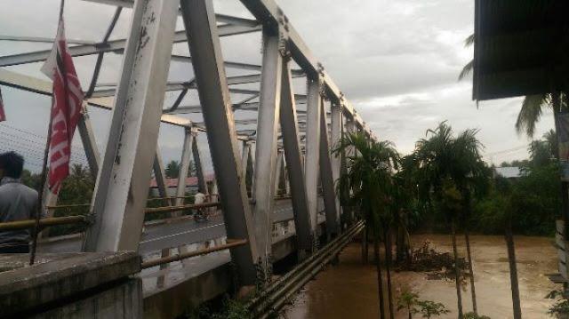Jembatan Miring, Warga Diminta Hati-hati Melintasi Jembatan Kutablang Bireuen