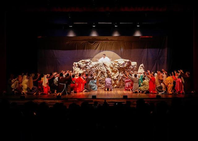 Paixão de Cristo do Pina a História de Jesus contada por jovens no Teatro RioMar
