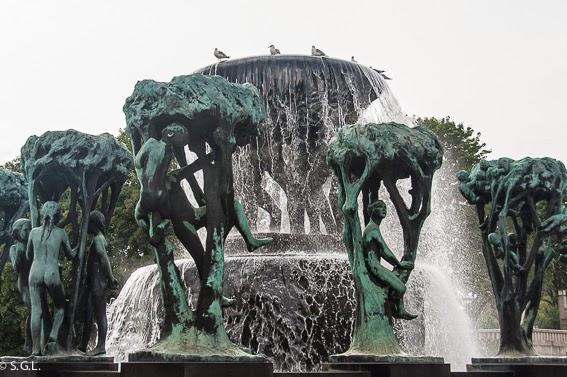 Detalle de la fuente del parque Vigelan en Oslo