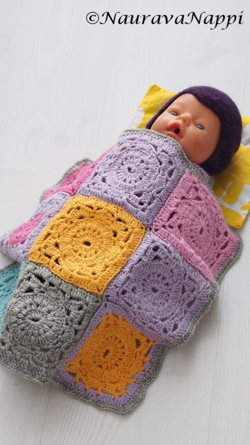 virkattu peitto baby bornille