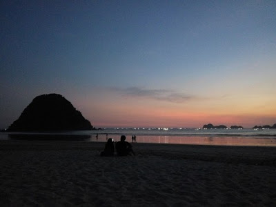 Sunset di Pantai Pulau Merah Banyuwangi.