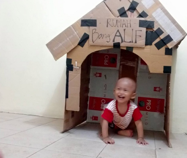 Membuat rumah kardus untuk anak, rumah-rumahan, melatih kreatifitas anak, Bang Syaiha,