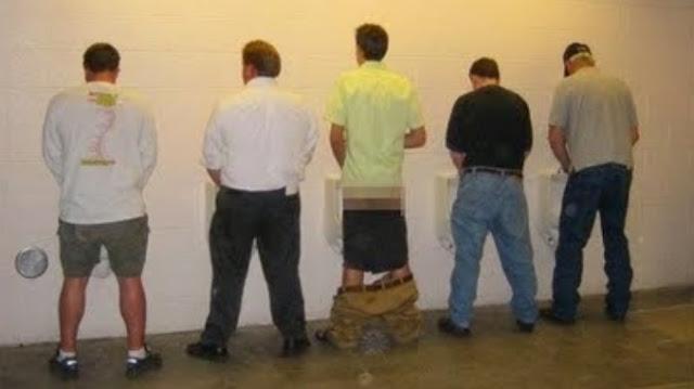 Inilah Alasan Mengapa Nabi Muhammad SAW. Melarang Kencing Dengan Cara Berdiri.