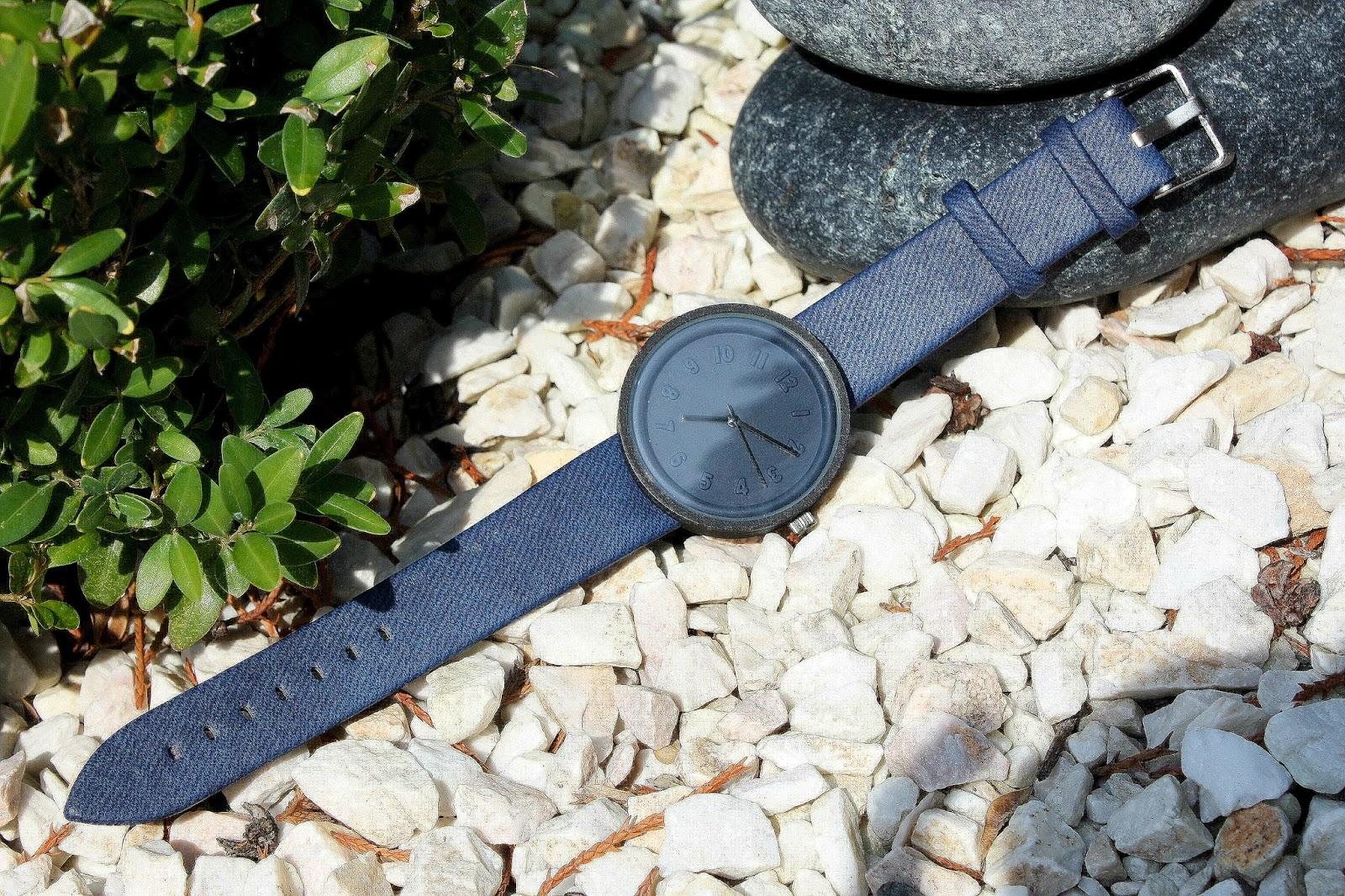 http://www.dresslily.com/miler-a8289-male-quartz-watch-product1193424.html?lkid=1505435