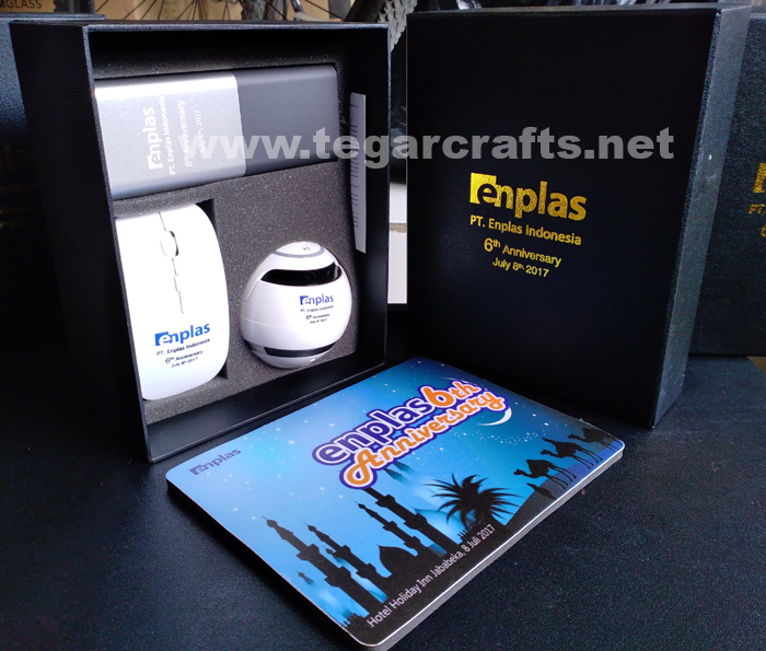 Paket Bingkisan Untuk Acara Perayaan Ulang Tahun Kedelapan Perusahaan Pesanan Pt Enplas Indonesia Bekasi Jawa Barat Dalam Satu Paket Kotak Hitam Eksklusif