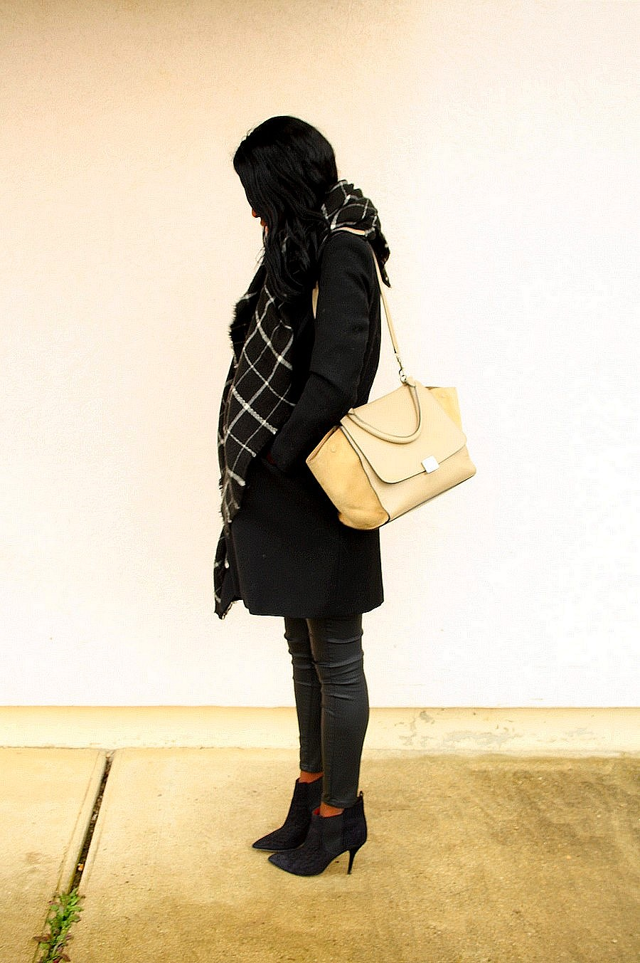 sac celine trapeze manteau long boots isabel marant cleane echarpe carreaux blog mode