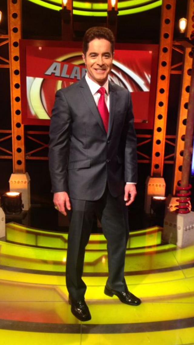 Jorge Antolín, cumple 8 años de éxito en Alarma TV de Los Angeles, Cal.