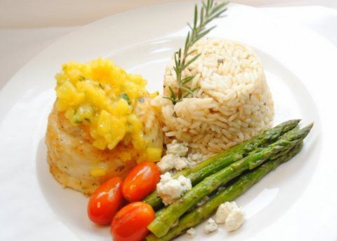 How to Grilled Orange Roughy with Tomatoes and Asparagus