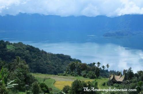 Danau maninjau tempat wisata di suatera barat