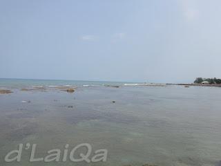 pemandangan ke arah laut dari ujung dermaga (2)