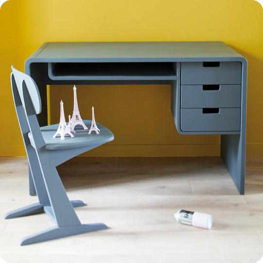 sp cial bureaux la school attitude initiales gg. Black Bedroom Furniture Sets. Home Design Ideas