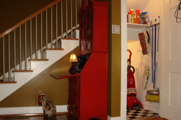 The Homeowner Of This Louisville, Kentucky, Home Hid The Catu0027s Litter Box  And Food Bowl In A Closet And Installed An Entry Arch Beneath The Stairs  (this ...