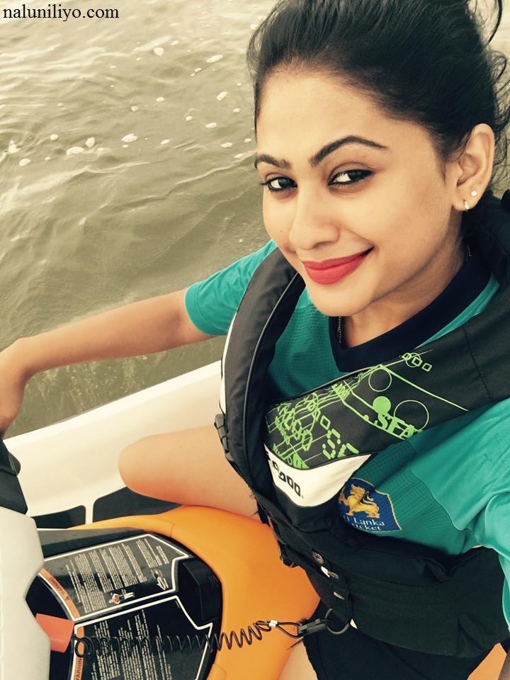 Piumi Hansamali water scooters
