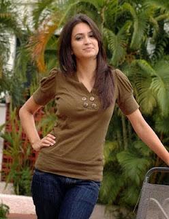 <div>Kirti Kharbanda +Latest photo in saree & Jeans Top album</div>