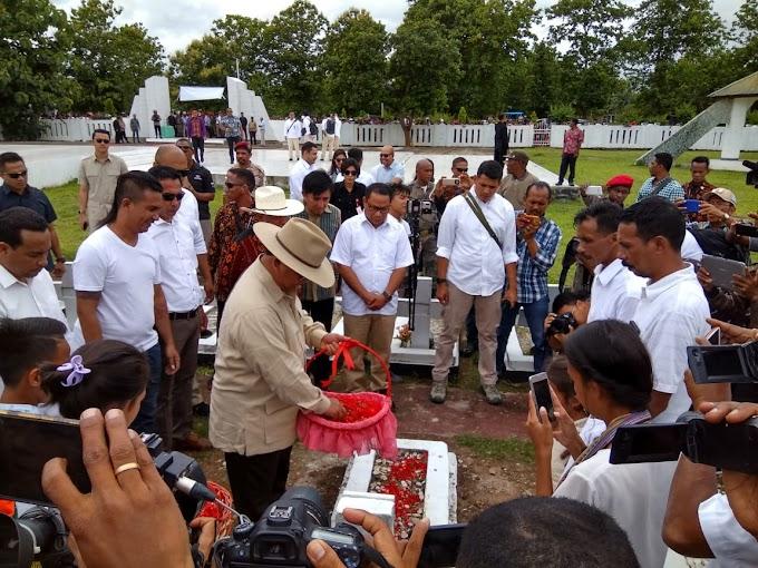 Datang Ke Atambua, Prabowo Ziarah ke Makam Joao Tavares di TMP Seroja