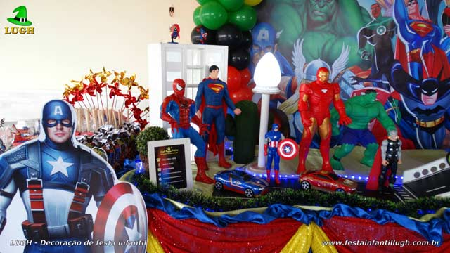 Mesa de tema Super Heróis - Festa infantil