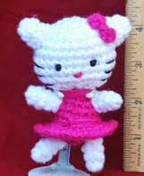 http://translate.google.es/translate?hl=es&sl=en&tl=es&u=http%3A%2F%2Fsimplycollectiblestuffnthings.blogspot.com.es%2F2011%2F03%2Ffree-teeny-kitty-crochet-pattern.html