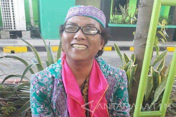 Sutrisnawati, Calon Jamaah Haji Waria Yang Berharap Menjadi Laki-Laki Tulen Setelah Pulang Berhaji
