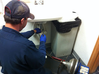 Métodos caseros para desatascar tuberías
