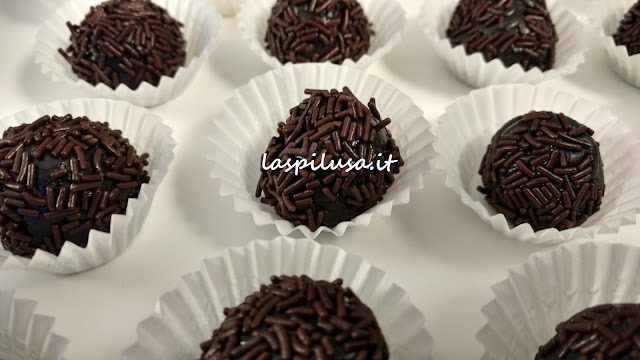 Brigadeiro dolcetti brasiliani al latte condensato e cacao
