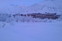 قرى جبال الأطلس الكبير تكتسي بياض الثلوج
