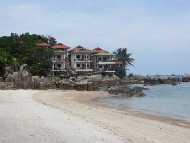 Дома возле моря Тао