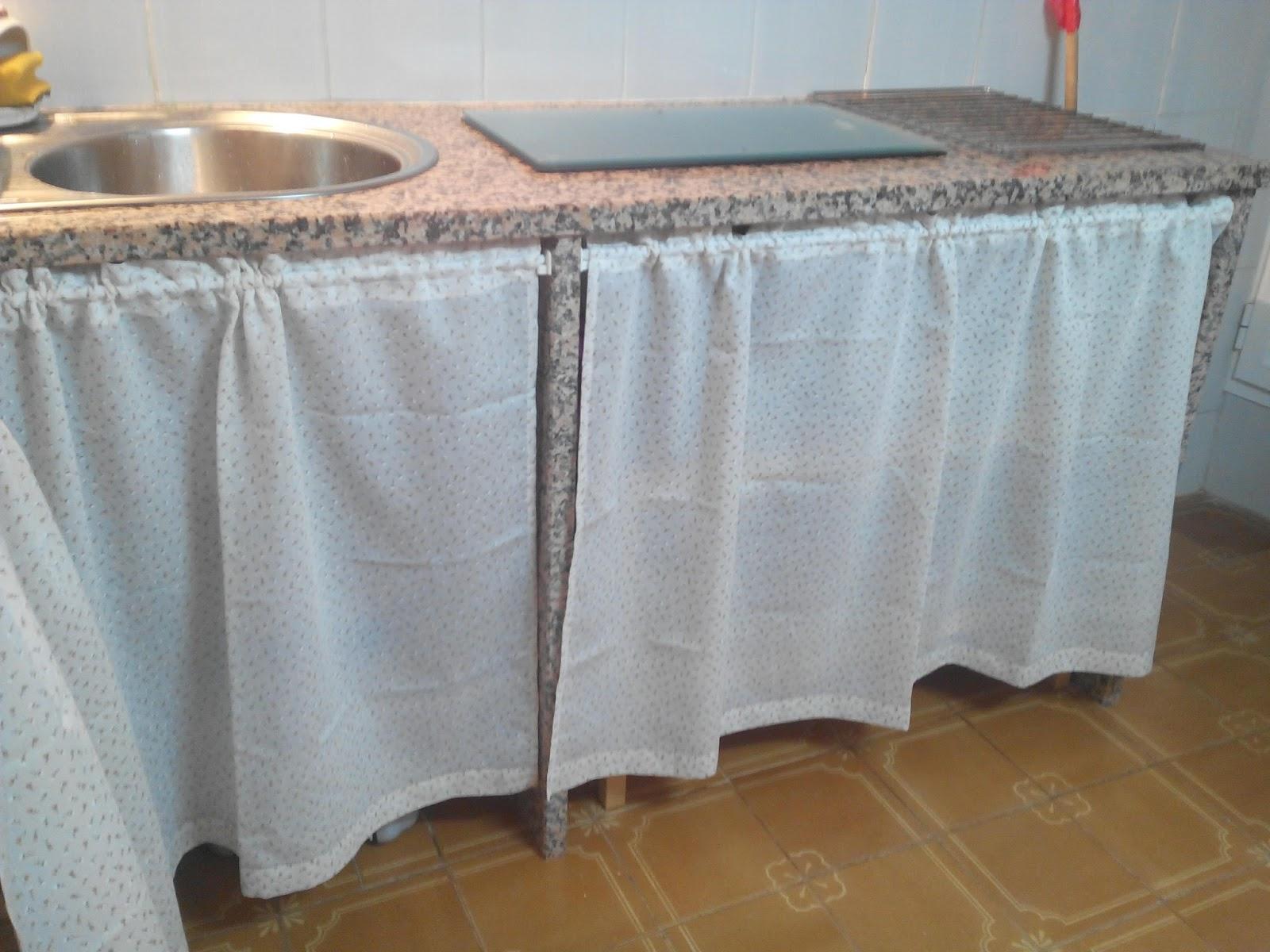 Patronhila cortinas para muebles de cocina for Como poner ganchos de cortinas