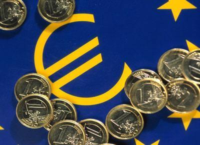 اليورو يتذبب بعد هبوطه بالأمس